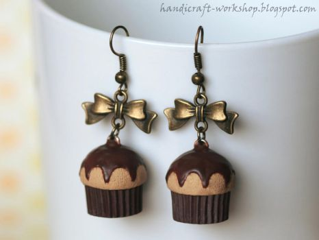 Vanilla and Chocolate cupcake earrings by Panna-Kot