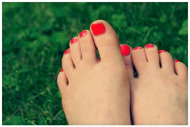 Dirty Toes by parachutesx