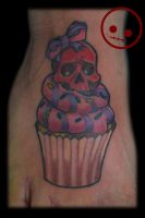 Cupcake with skull garnish by Omedon