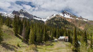 Rocky Mountain Home by FabulaPhoto