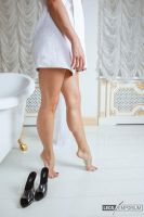 Legs Goddess, Feet, and Heels - Legs Emporium by LegsEmporium