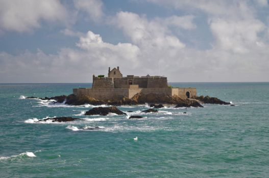 Fort National, St Malo by aberlioness