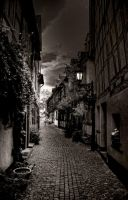 Streets of Frankfurt at night by deoroller