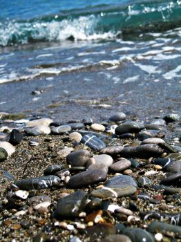 Waves and pebbles by turnthelightOFF
