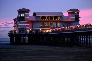Weston-Super-Mare - Sundown by aprmason