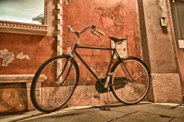 Old bicycle by Alyo