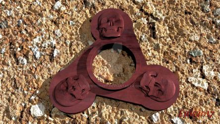 Skull design spinner by OLGWoodArt