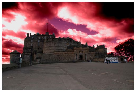 Red sky over Edinburgh Castle by SCM