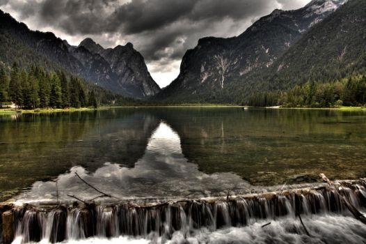 Lake Toblach by hellslord