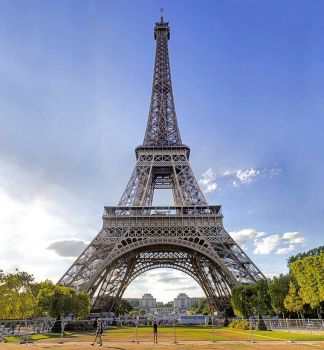 The Eiffel Tower by sequential