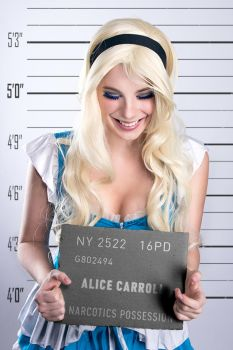 Drugs are bad mkay? Alice cosplay by shproton