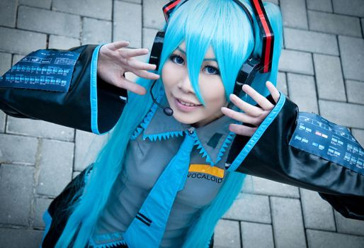 Hatsune Miku 01 -Smile by Thelindra