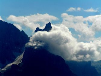 Clouds round the peak by edelweiss26