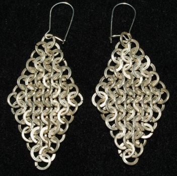 Hammered chainmaille earrings by Narrina