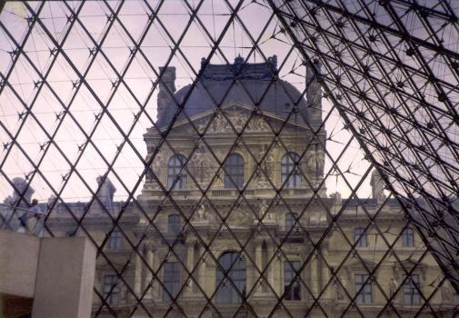 Down to Louvre by deviana