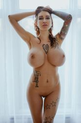 Glam Nude by Ariane-Saint-Amour