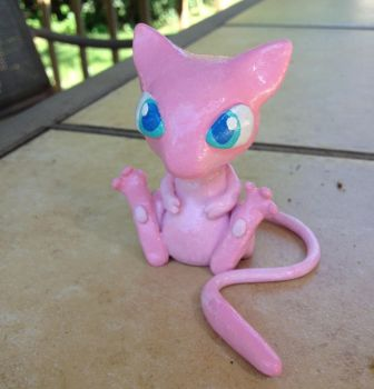 Mew~ hand-painted, sculpey clay by kyrakookaburra