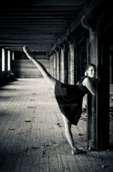 Lost Ballerina by fholger