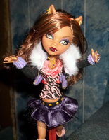 Clawdeen-Hug me by Hollena