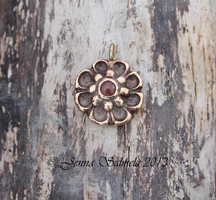 Flower pendant by Mamselli
