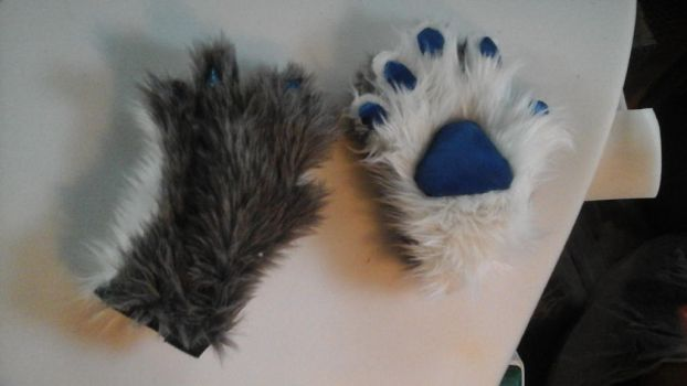 Finished Gloves by EapingEagle