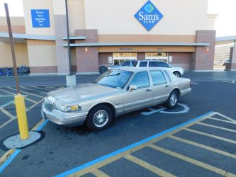 1997 Lincoln Town Car Signature by CadillacBrony
