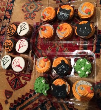 Halloween cupcakes by Whydoesmycathateme