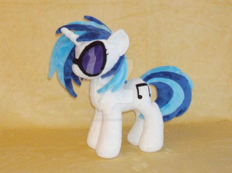 Vinyl Scratch with new pattern by RazielleDbx