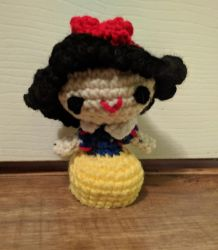 Crocheted Snow White by crystal-of-ix