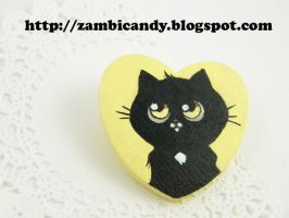 Kitty brooch by zambicandy