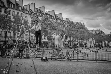 Acrobat @ Beaubourg by volkanersoy