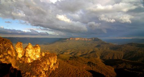 Three Sisters - Blue Mountains by Geoff2