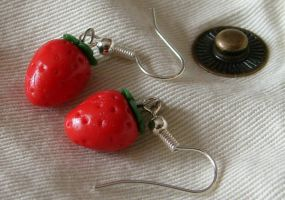 Strawberry earrings by nakuruaki