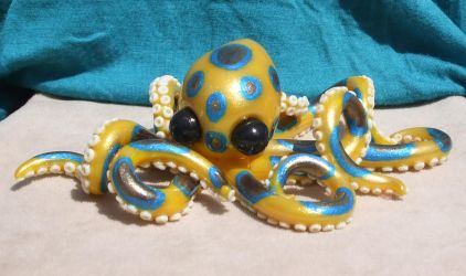 Meera the Blue Ringed Octopus by andromedagallery