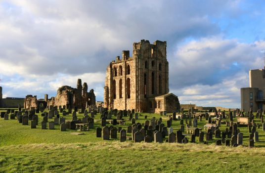 Tynemouth Priory and Cemetery by tinuvielluthien
