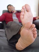 Another guy with hot feet by dehevia
