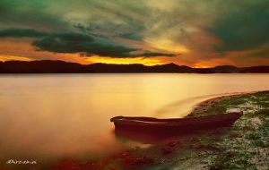 dusk in Toba by hirza