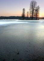 Hawley Lake frozen by bullispace