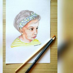 Baby portrait with a headband  by Momagie