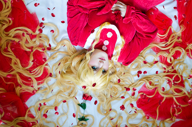 Rozen Maiden - Shinku Cosplay by PriSuicun