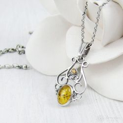 Amade Vintage Amber Necklace by ggagatka