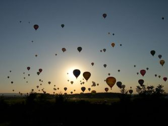 BALLOONS ARE FLYING HIGH. by z0unita