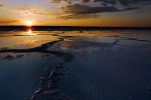 Sunset and the lake of salt by elimoe