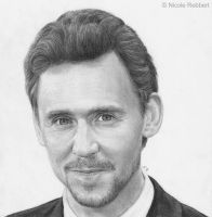Tom Hiddleston by Quelchii