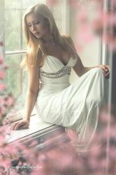 Anna and the white dress by gestiefeltekatze