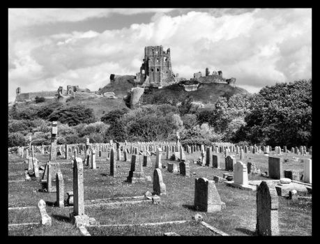 Corfe Castle from cemetery by fuzzy