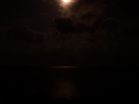 Moon and the sea by denizhayyam