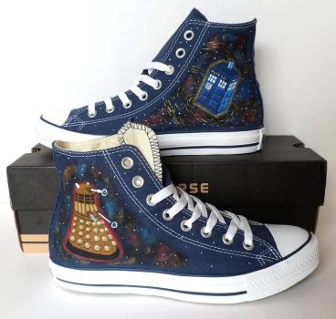 Doctor Who Converse by EldalinSkywalker
