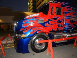 Optimus Prime at dawn on Sunday at TFCON USA 15.26 by transformersnewfan