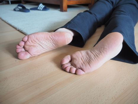 cold dead feet 07 by mrsection